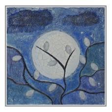 Luna plina printre  frunze argintii